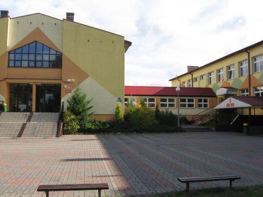 Szkoła Podstawowa z klasami gimnazjalnymi w Lubniewicach