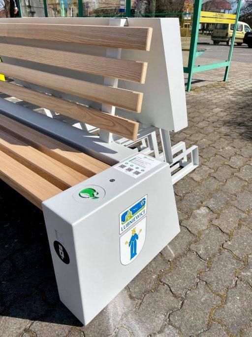 Nowoczesna stacja rowerowa i ławka solarna w Lubniewicach