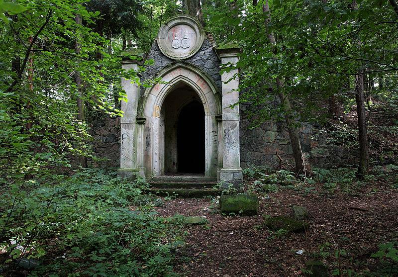 mausoleum glisno